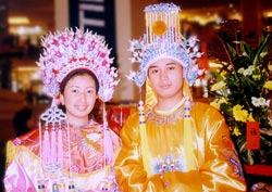 Jakarta malls offer photos in traditional Chinese clothing during the holiday season