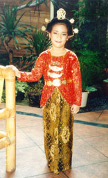 Young Indonesian girl in traditional dress